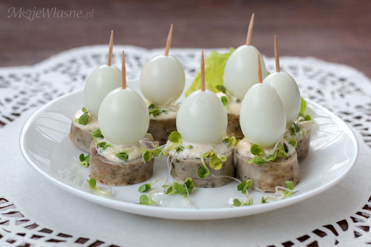 Szybka przekąska z jajka i białej kiełbasy