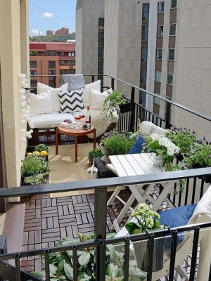 Fabulous-Spring-Balcony-Decor-Ideas-08-1-Kindesign