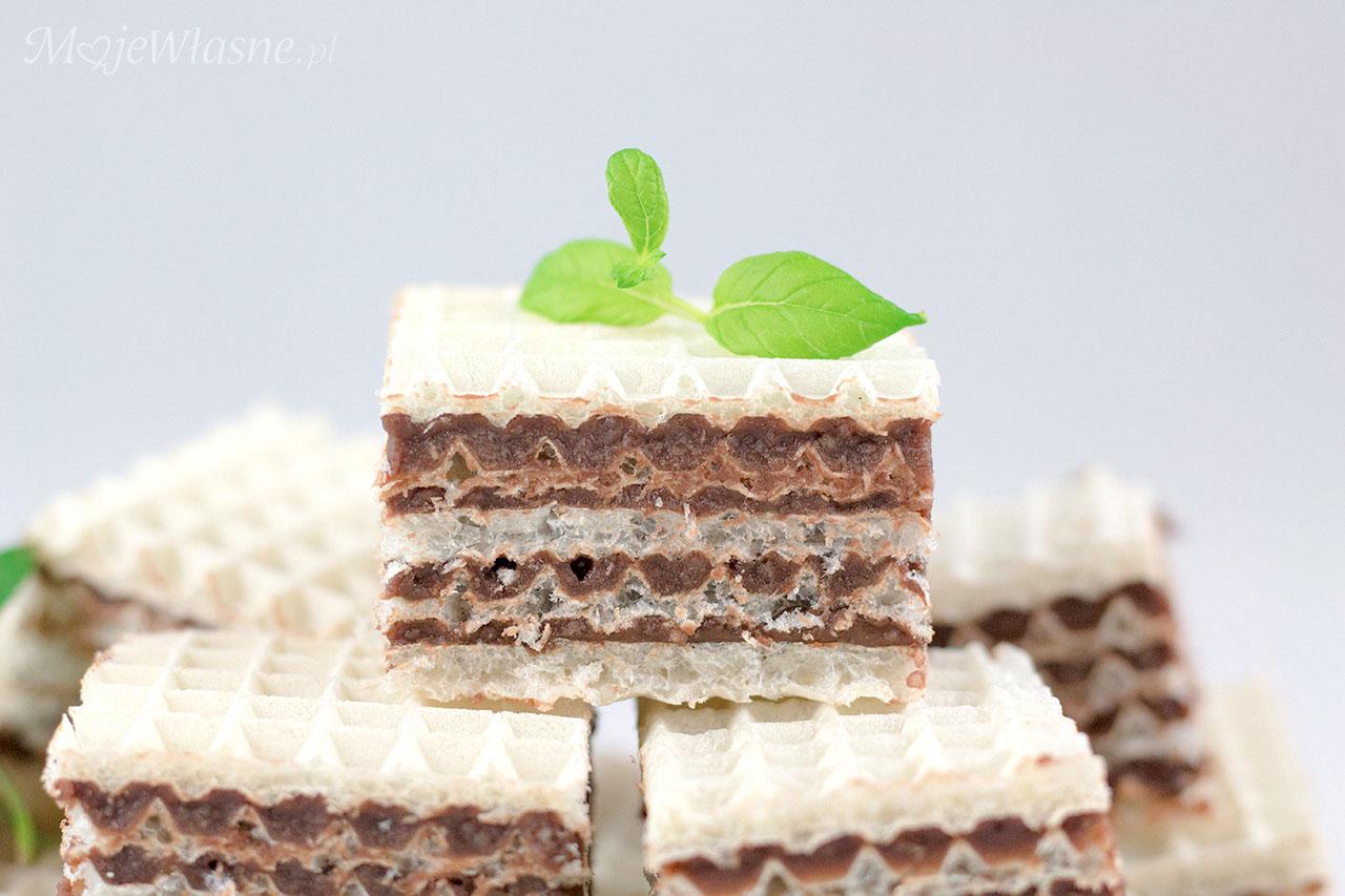 Wafle czekoladowe z mlekiem w proszku