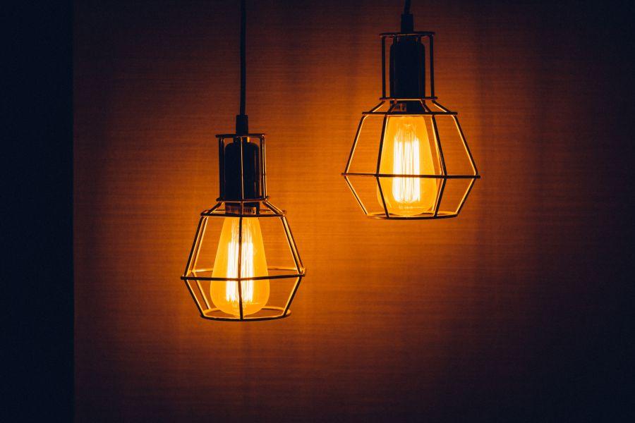 Oświetlenie zewnętrzne – na co zwrócić uwagę przy wyborze i projektowaniu?