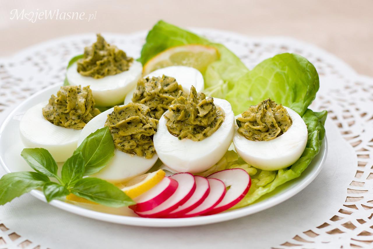 Jajka faszerowane bazylią